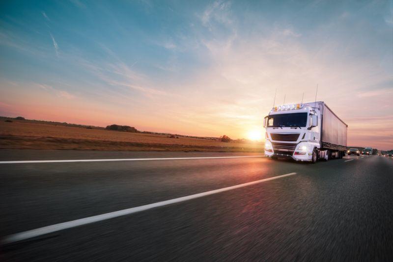 Daimler hält nichts von Oberleitungs-LKW