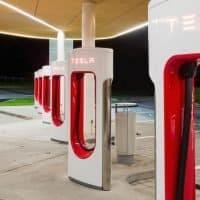 Tesla senkt und hebt Preise am Supercharger