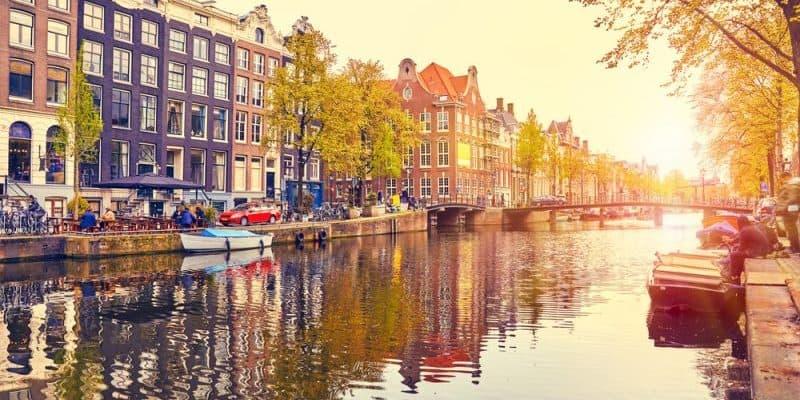 Amsterdam setzt auf smarte Ladestationen