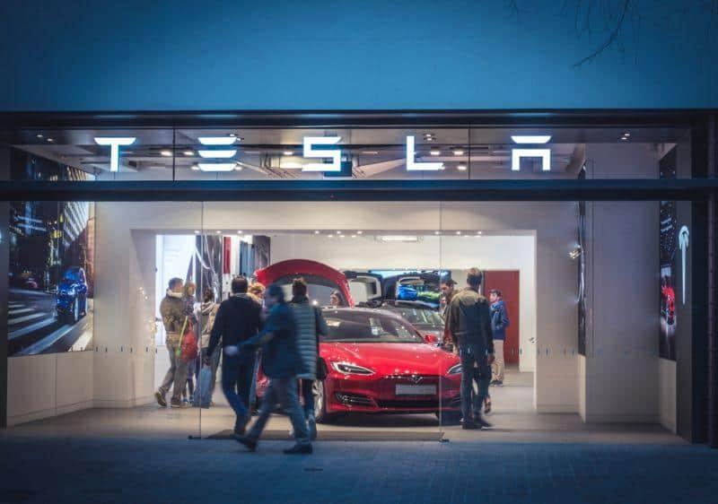 Tesla title for record quarter