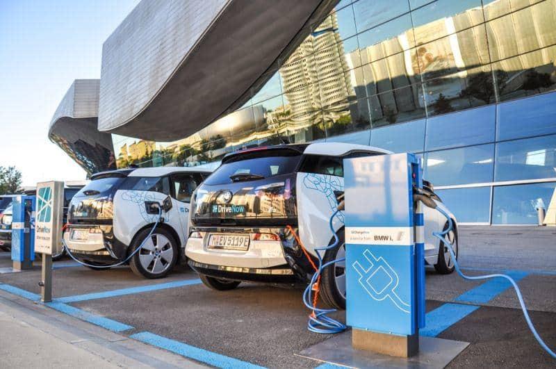 BMW setzt weiter E-Autos ab und verzeichnet Wachstum
