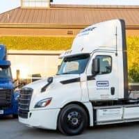 Daimler übergibt erste elektrische Freightliner eCascadia an US-KundenDaimler delivers its first electric Freightliner eCascadia to US customers