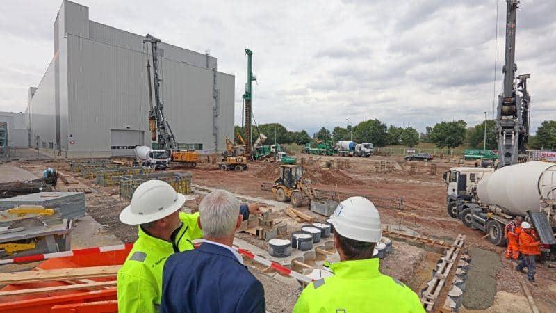 Blick auf die neue Baustelle am Logistiklager im Werk Zwickau: Hier investiert Volkswagen Sachsen in eine neue eingeschossige Logistikhalle rund 17 Millionen Euro.