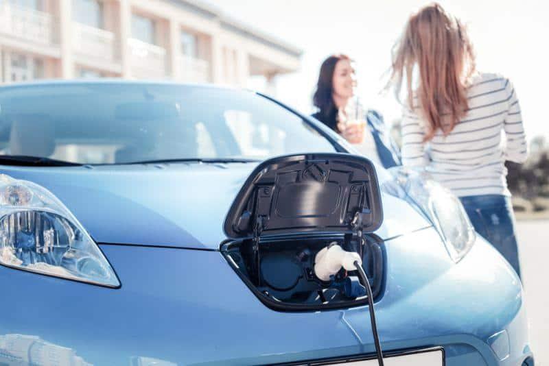 EnBW plant Mitarbeiter Autos zu elektrifizieren