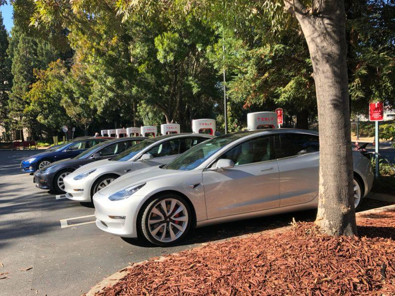 Tesla Model 3 hält in Taxi-Flotte Einzug