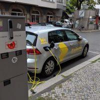VW WeShare belegt Ladestationen in Berlin