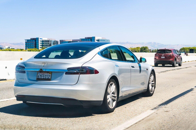 Tesla Model S als 7-Sitzer?
