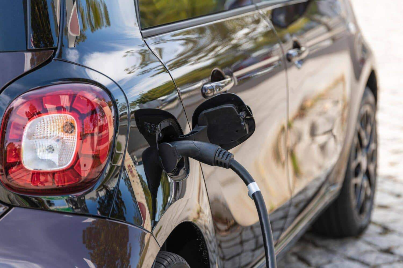 ADAC - E-Autos für Antriebswende relevant