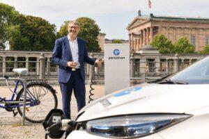 Parkstrom lässt E-Autos leichter aufladen