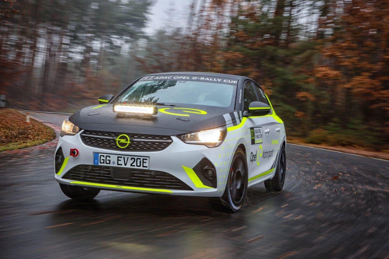 Opel Corsa-e Rally auf Testfahrt unterwegs