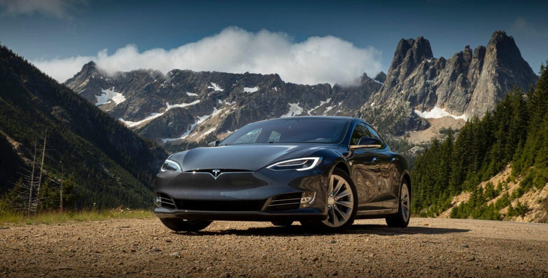 Tesla bringt Mensch und Maschine dazu, zu kommunizieren