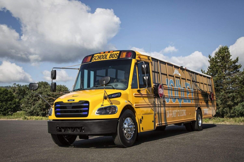 Daimler Trucks-Tochter elektrifiziert den Schulbusverkehr in den USA