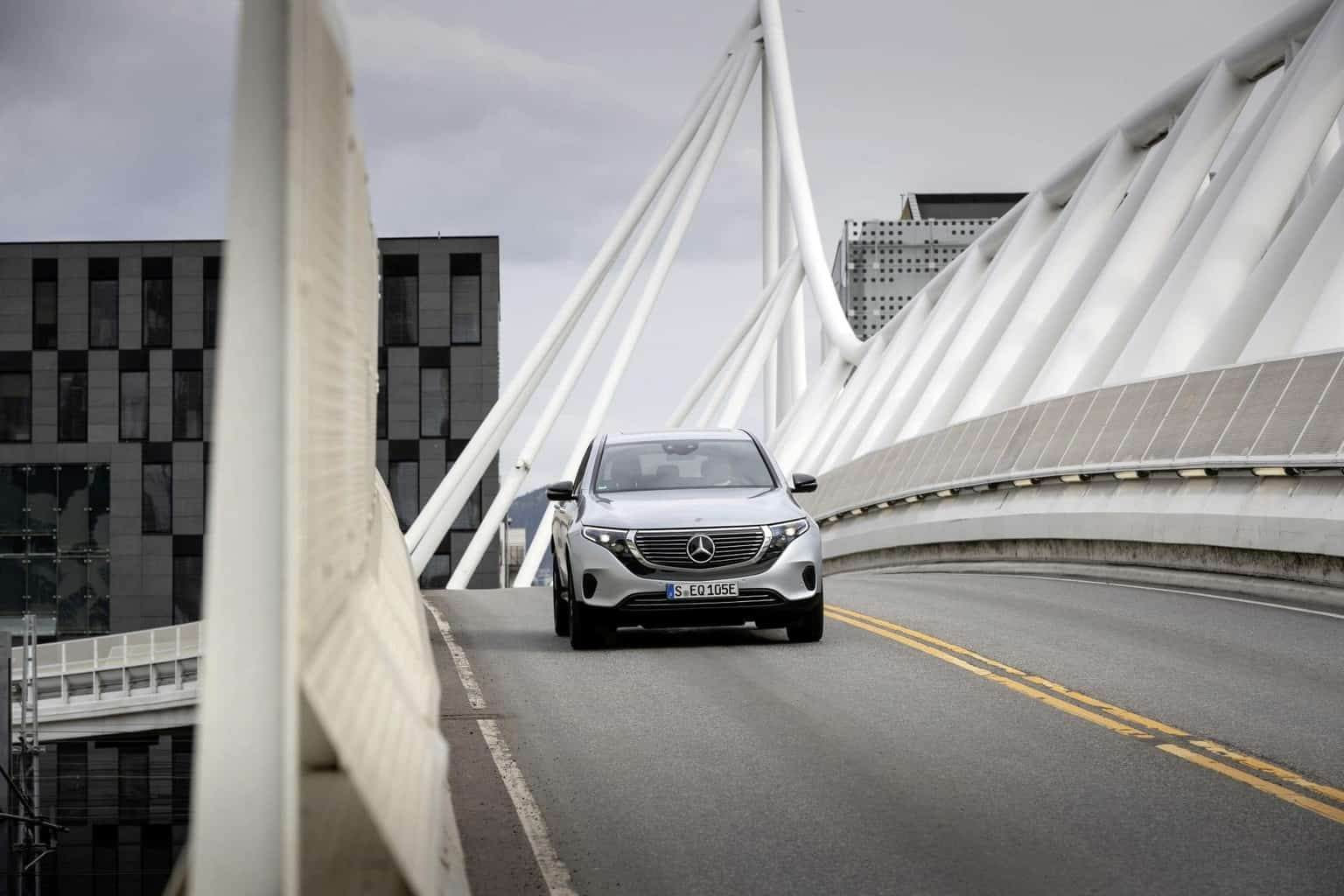 Mercedes dementiert Halbierung der EQC-Produktionsziele wegen Batteriemangels