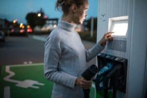 VW-Betriebsratschef fordert EU-Quote für E-Auto-Ladestationen