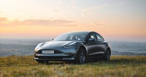 Tesla Model 3 als HyperHybrid-Auto günstiger und mit mehr Reichweite
