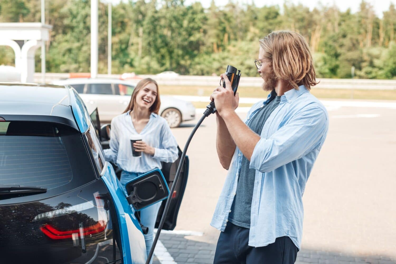 E-Fahrzeuge sollen weltweit ab 2030 beliebter sein als Verbrenner
