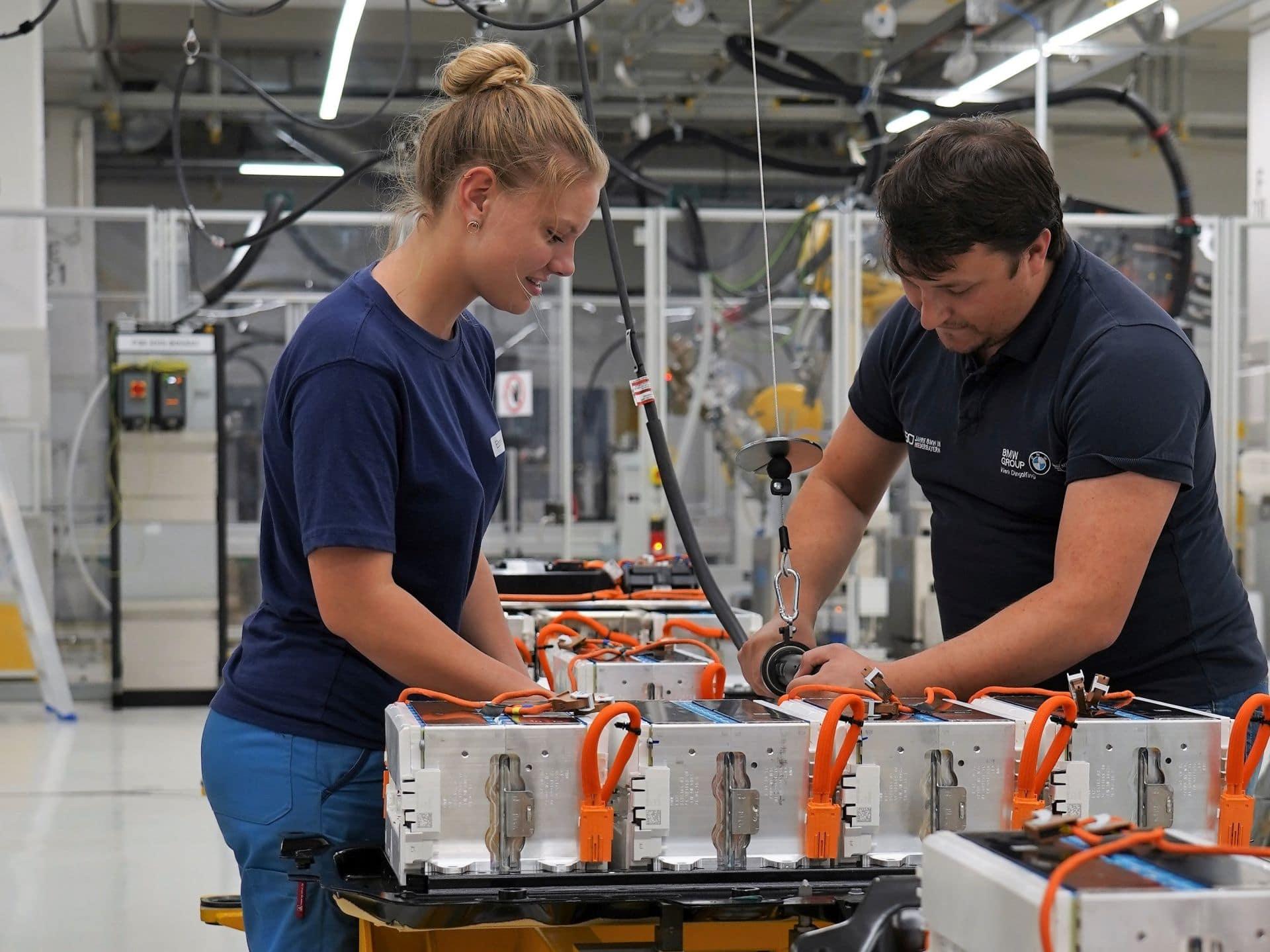 BMW bekommt E-Auto-Nachfrage zu spüren - Beschleunigt Produktionsausbau