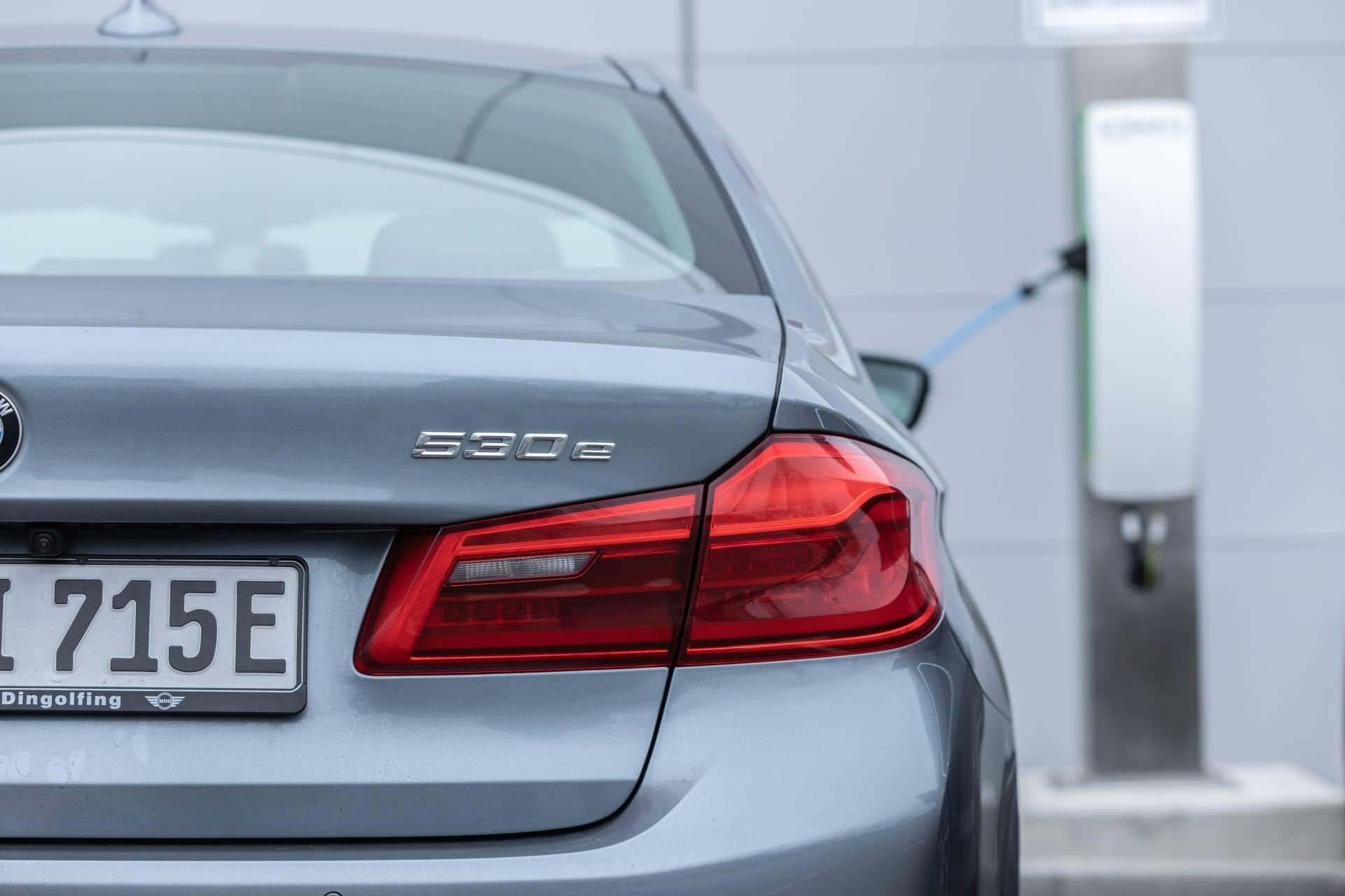 BMW: Eines der größten betrieblichen Ladenetzwerke nimmt Form an