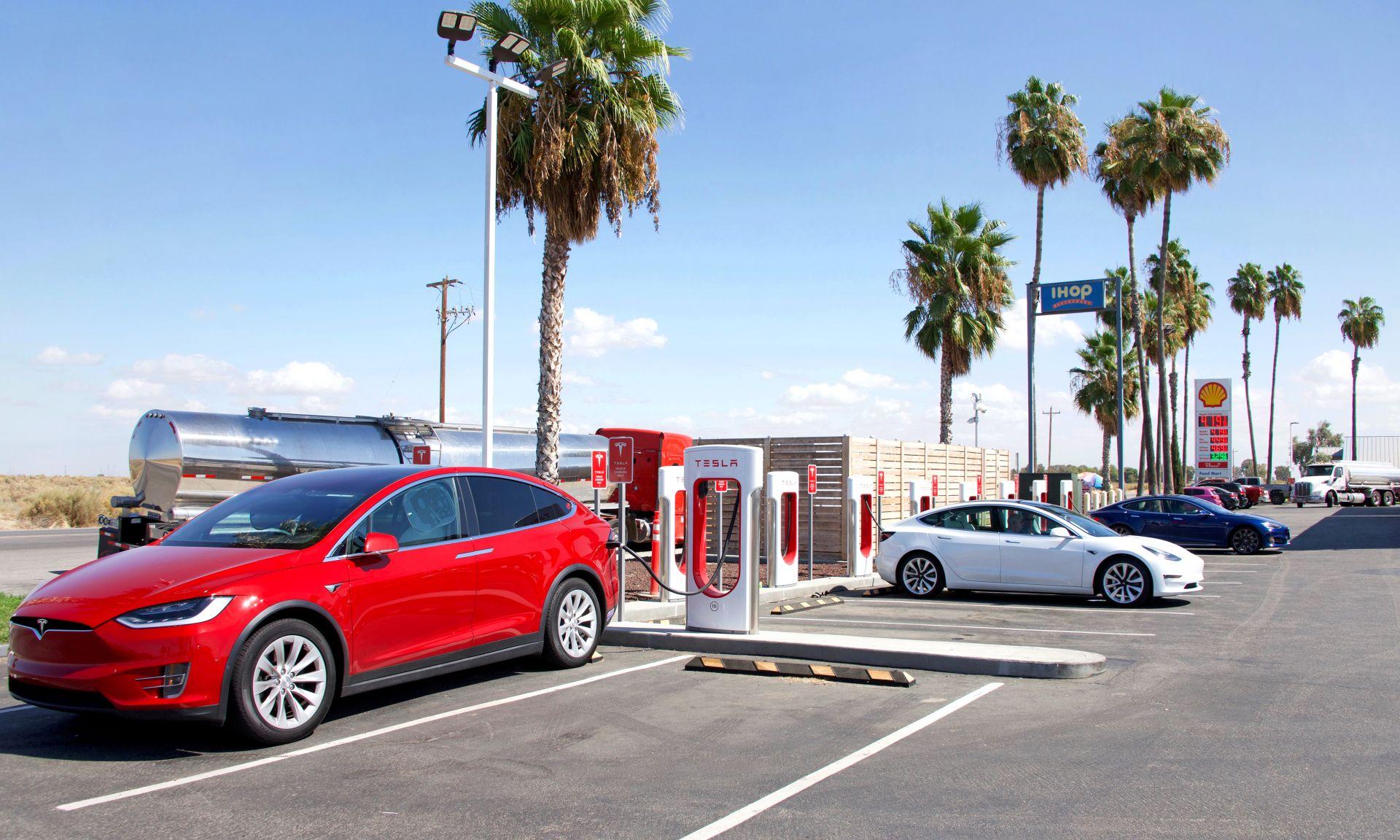 Tesla nun weltgrößter Elektroauto-Hersteller, Schnellladenetzwerk als Wettbewerbsvorteil