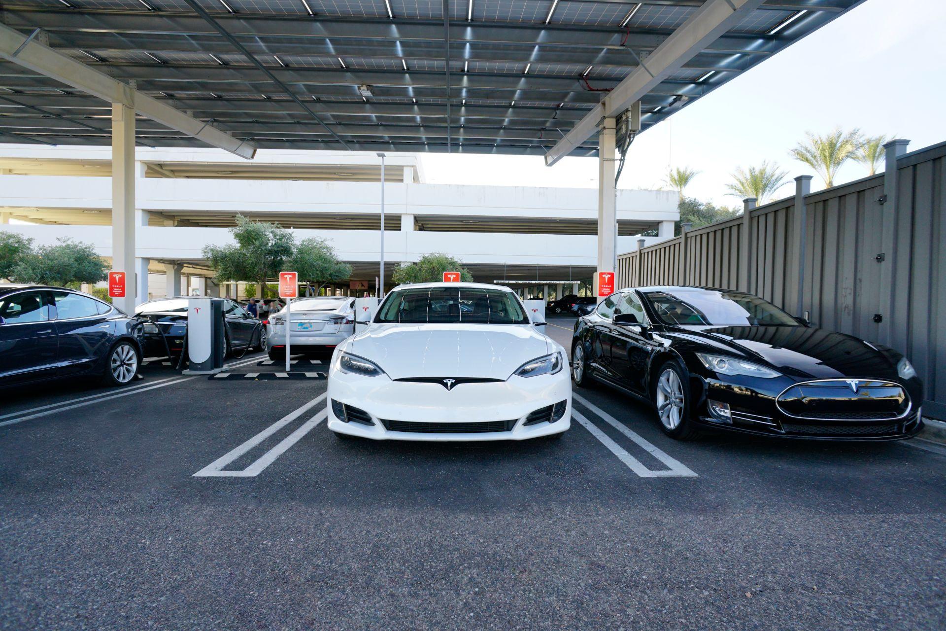 Tesla baut Pilotproduktionslinie für Batteriezellen in Fremont auf
