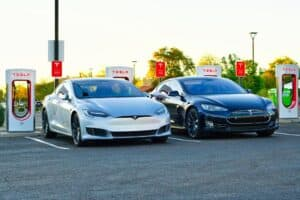Tesla nimmt Drittanbieter-Ladestationen in Fahrzeugnavigation auf