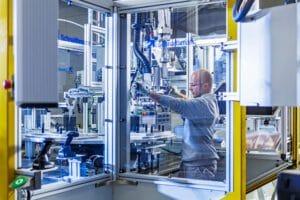 AKASOL reagiert auf starke Markt-Nachfrage und steigert Produktion spürbar