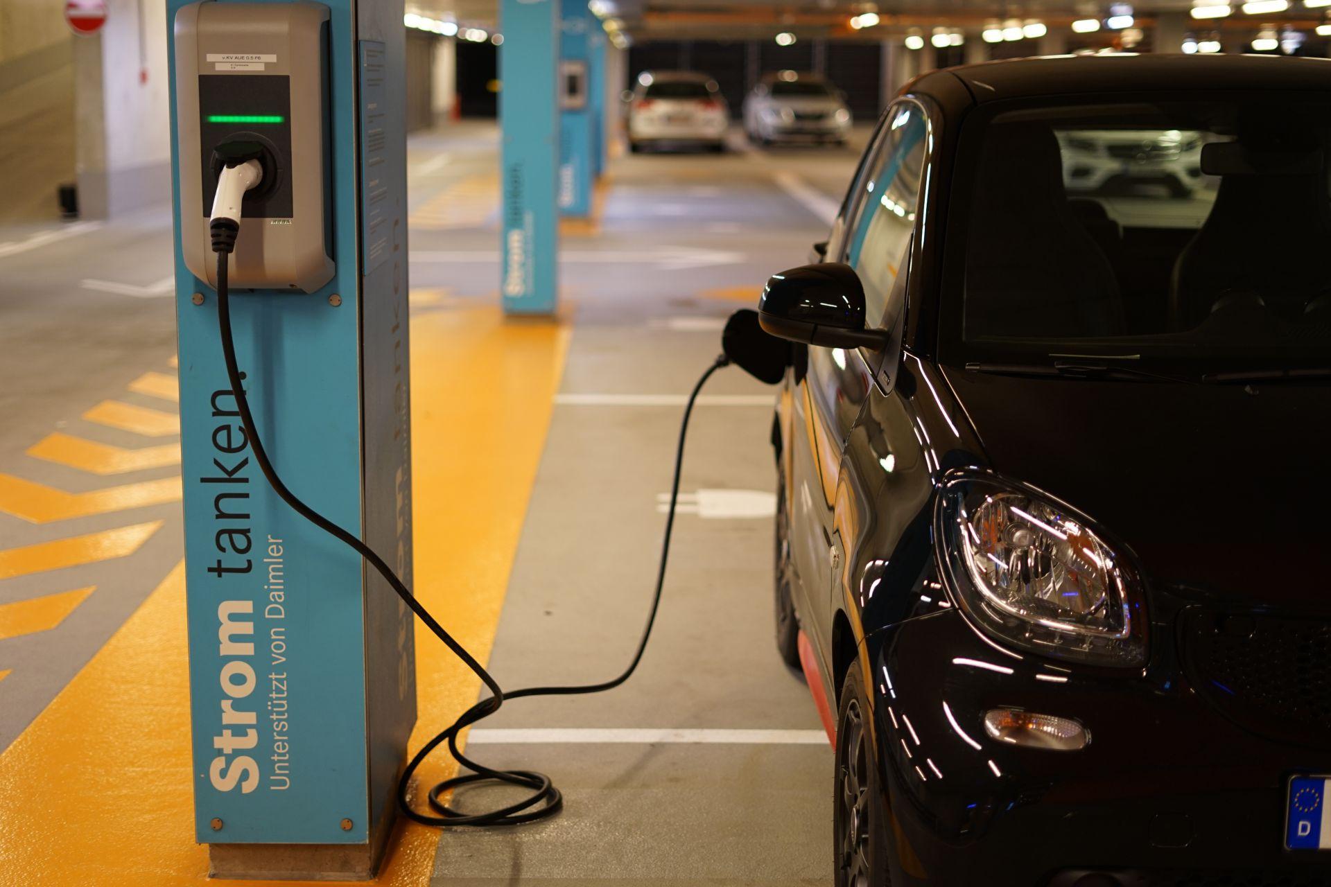 Bestand an Elektroautos und Plug-in-Hybriden wächst in Deutschland auf 240.000 Fahrzeuge