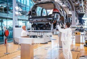 Gläserne Manufaktur fährt Produktion des e-Golf langsam und schrittweise wieder hoch