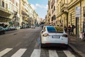Tesla Robotaxi-Network weiterhin im Plan für 2020