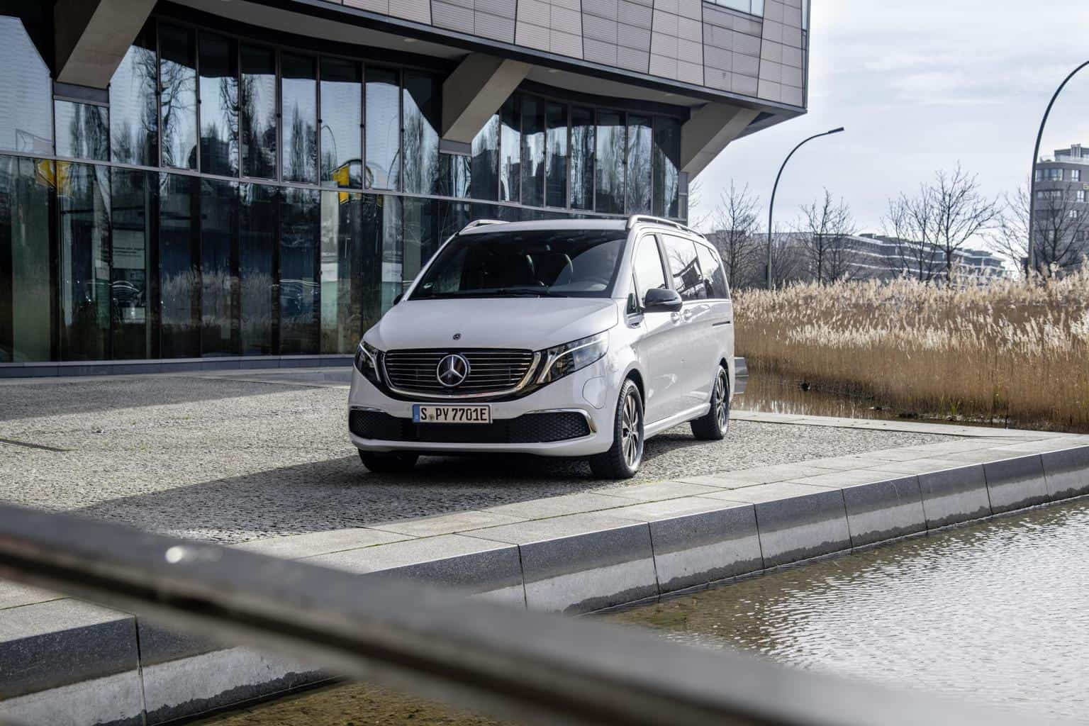 EQV startet ab 71.388,10 Euro mit bis zu 418 km Reichweite