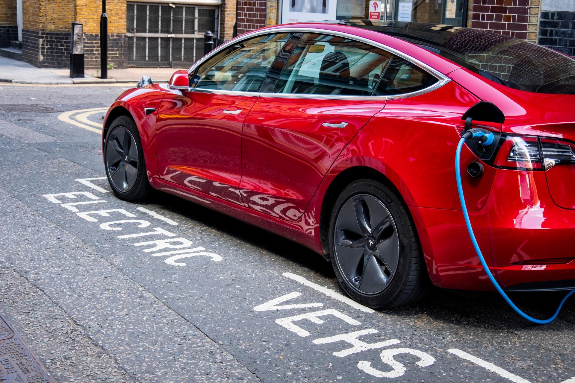 Elon Musk dementiert Pläne für Tesla Model 3 mit 100 kWh-Akku-Pack