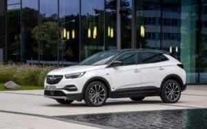 Opel Grandland X PHEV mit Frontantrieb fährt vom Band in Eisenach