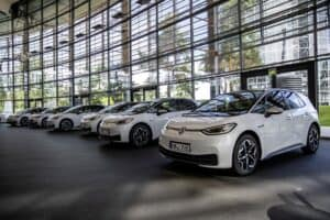 Volkswagen bringt die ersten VW ID.3 auf den Weg zu seinen Händlern