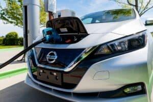 Nissan erprobt Zukunft des bezahlten Parkens - Parkgebühr wird mit Strom beglichen