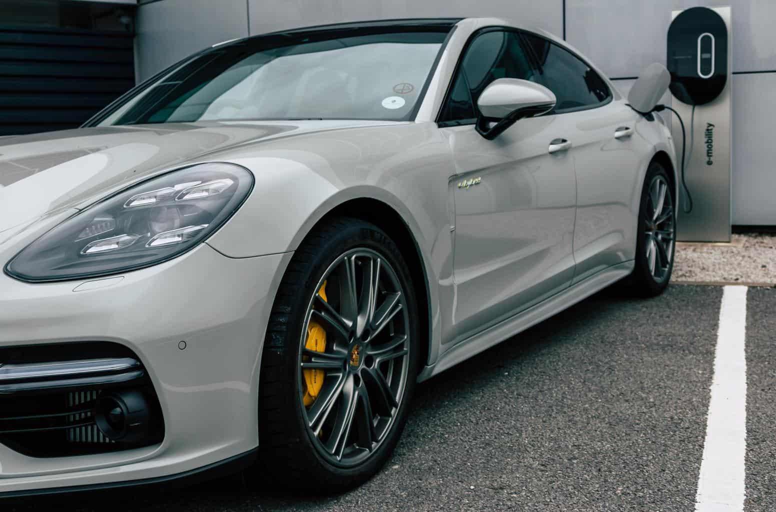 Porsche treibt Batteriezellenfertigung in Deutschland voran