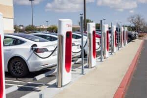 Tesla begrenzt Supercharger-Aufladung in Europa auf 120 kW, aber warum?