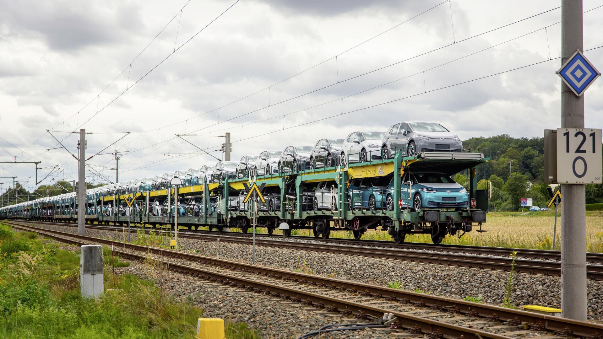 VW setzt auf 100% Grünstrom-Transporte mit der Bahn & spart jährlich 26.700 Tonnen CO2