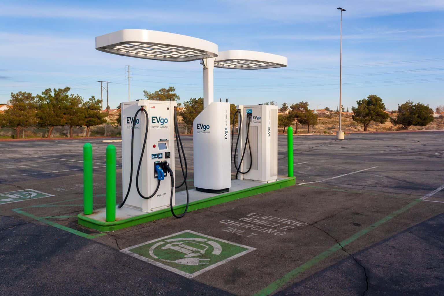 USA: VW-Ladenetz nutzt Tesla-Akkus und lässt Logos entfernen