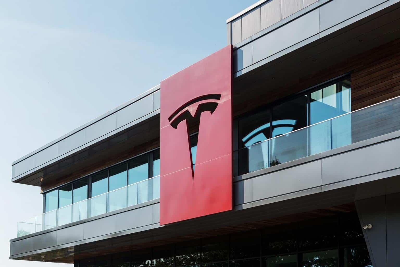 Tesla-Werk Grünheide: Erste Fassaden fertig, neuer Autobahnzubringer geplant