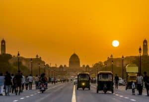 Indien könnte E-Ladestationen an 69.000 staatlichen Tankstellen zur Pflicht machen