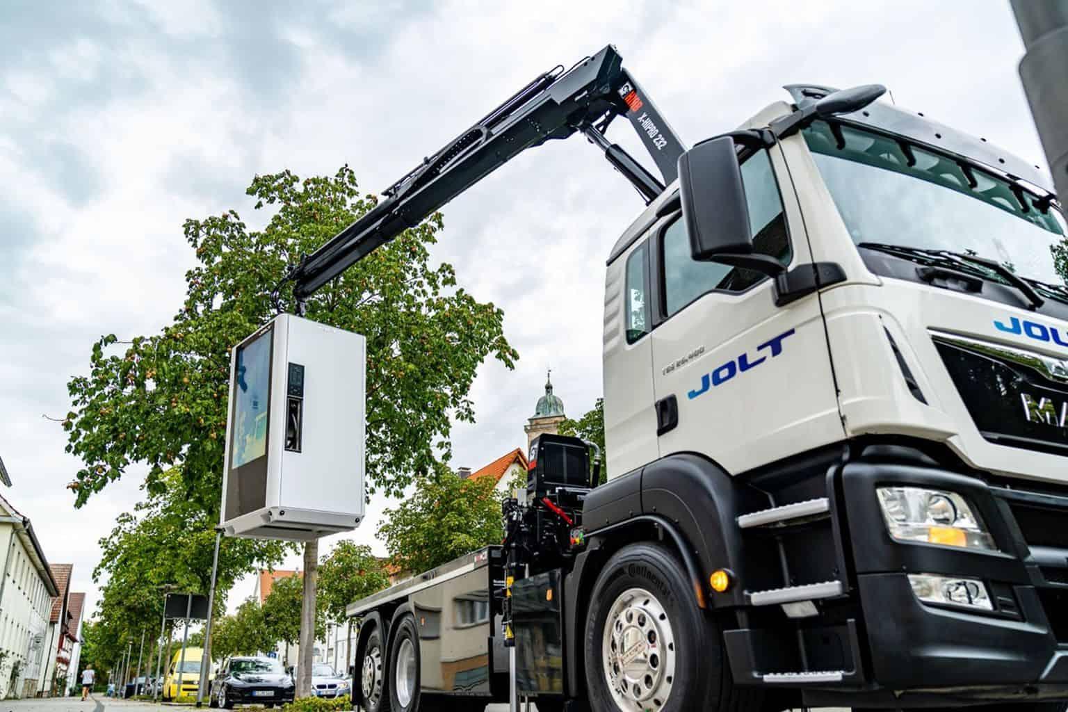 JOLT MerlinOne: Kombination aus Powerbank und 320 kW-Schnellladesäule
