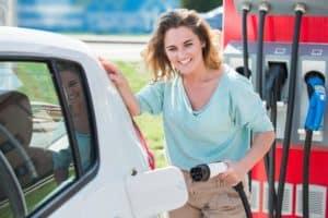 PSA stattet alle Standorte mit Ladestationen für Elektroautos aus