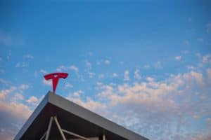 Tesla soll Investitionen deutlich erhöhen und drittes Werk in USA planen