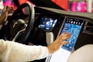Tesla Autopilot unerwünscht in Deutschland? Welche Rolle spielen Daimler, BMW und VW?