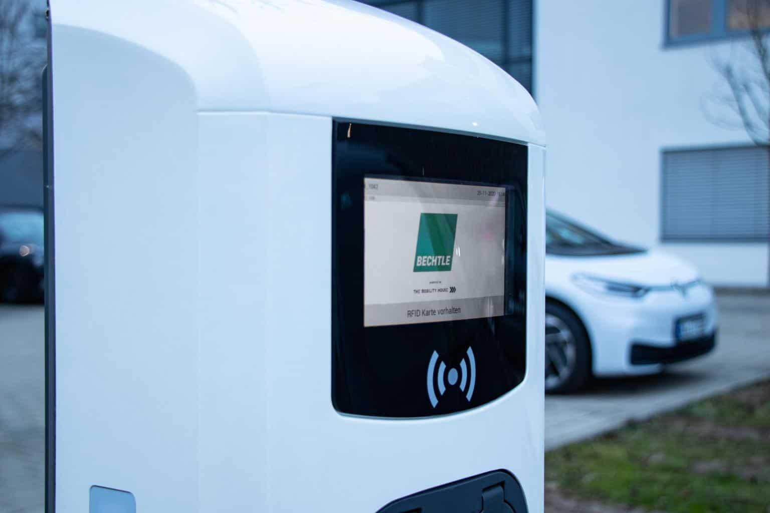 Bechtle nimmt einen der größten Ladeparks für E-Dienstwagen in Betrieb