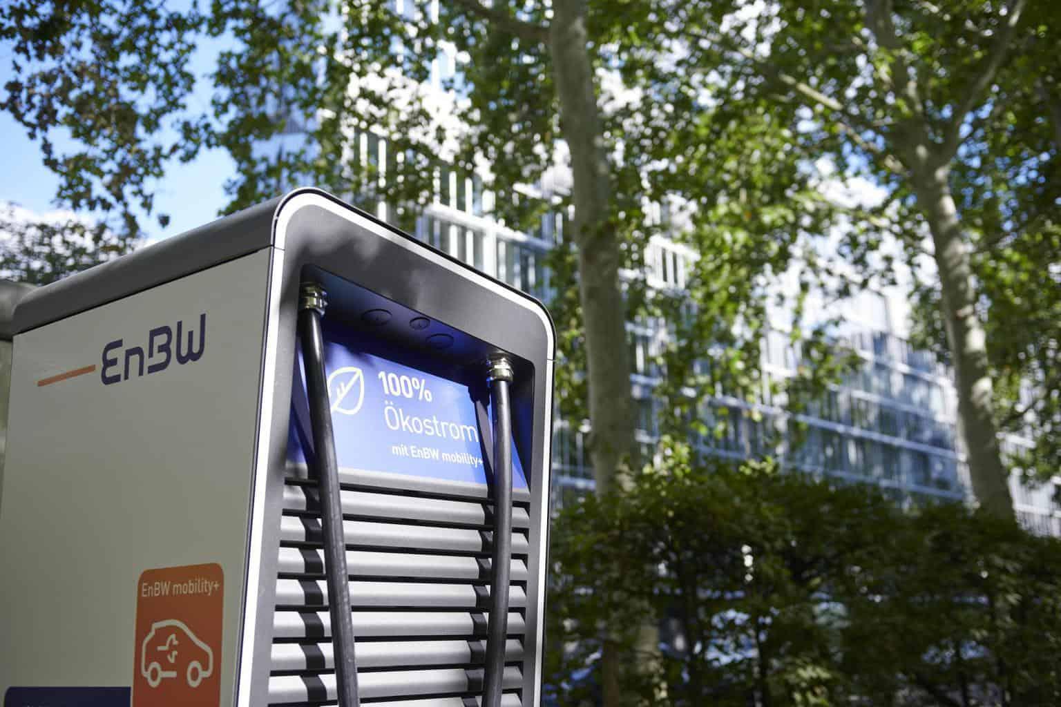 EnBW verspricht: Zukünftig Schnellladesäulen für E-Autos an toom Baumärkten