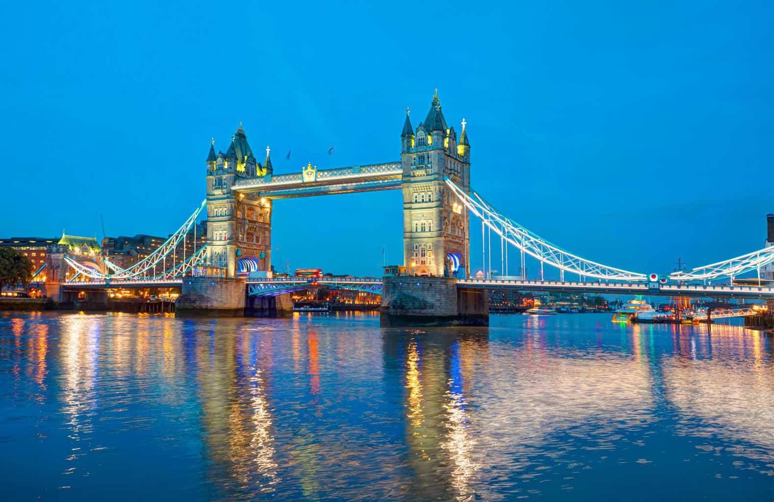 Großbritannien zieht Verbrenner-Verbot auf 2030 vor