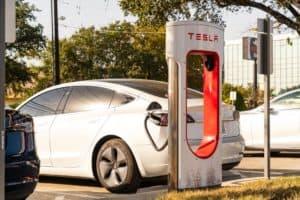 Tesla eröffnet weltgrößte Supercharger-Station in den USA