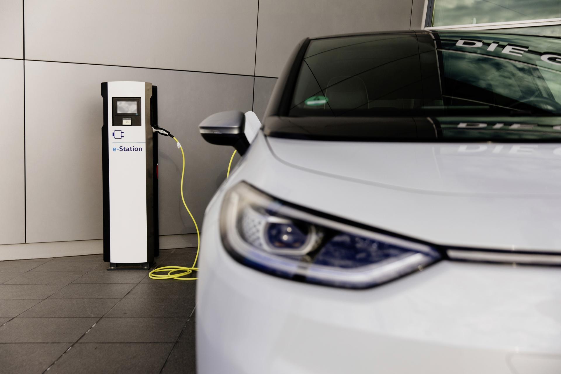 VW baut Ladeinfrastruktur kräftig aus; ab 2021 mit 300 kW-Schnelllader