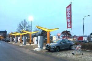 Fastned-Elektroauto-Schnellladestation-Rewe